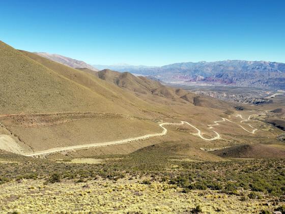 road to Hornocal's Cerro de 14 Colores