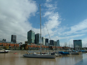 100 ft yacht in Puerto Madero